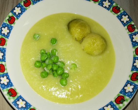 krémová kelovo hrášková polievka so zemiakmi